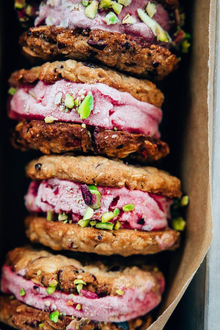 Biscotti gelato con frozen yogurt alle fragole // Vegan strawberry froyo cookie sandwich