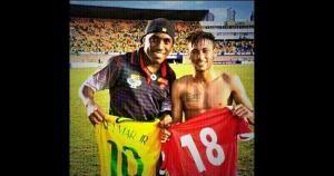 Luis Tejada jugó en Tiburones Rojos de Veracruz de México el año pasado. Intercambió camisetas con Neymar. June 04, 2014