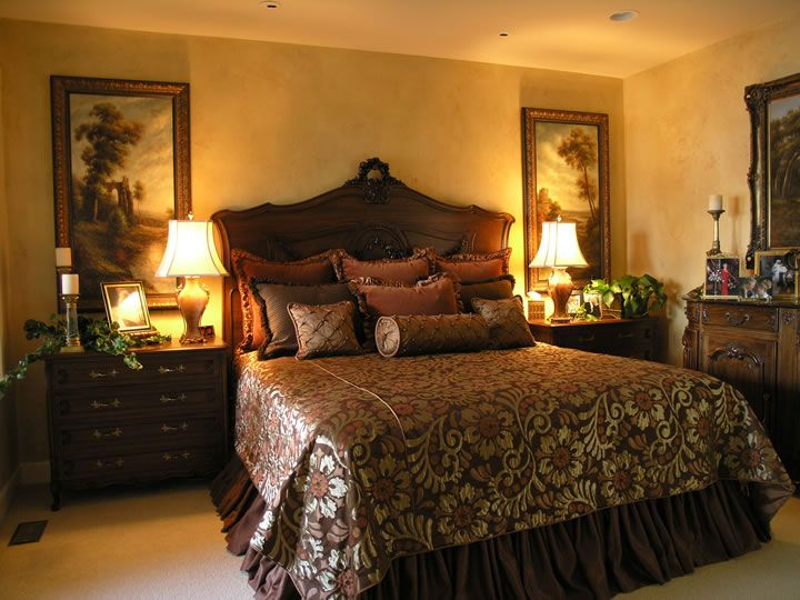 Old world decorating ideas master bedroom and bathroom for Old world style beds