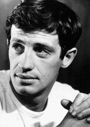 """Issu d'une famille d'artistes,  (son père était un célèbre sculpteur et sa mère artiste peintre), né en 1933, Jean-Paul Belmondo  entre au conservatoire national d'art dramatique en 1951.  Il est surtout révélé avec """"A bout de souffle"""" de Jean-Luc Godard en 1959. Il se révèle un acteur aux multiples facettes et est dirigé par les plus grands réalisateurs. Il remporte le César du meilleur acteur en 1989 pour « Itinéraire d'un enfant gâté » de Claude Lelouch.  #cinema #france #belmondo"""
