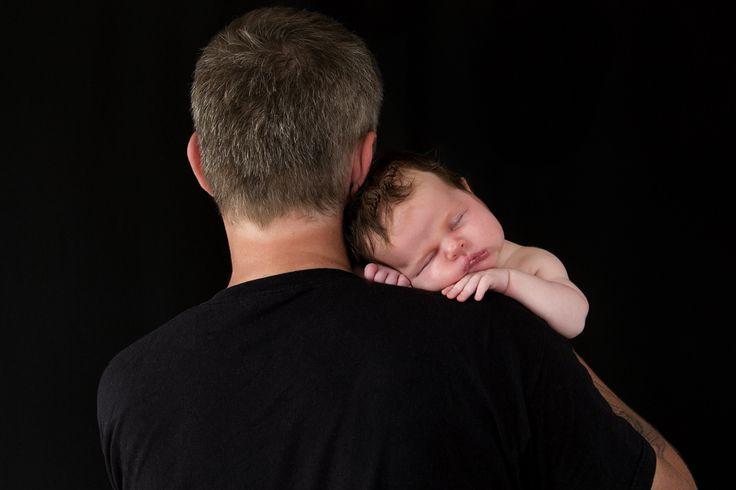 Самый лучший сон на папином надежном плече...))❤️особенно, если маленькая папина принцесса!