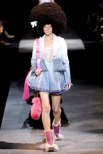 6c87fe7263eb Louis Vuitton Spring 2010 Ready-to-Wear Fashion Show in 2019