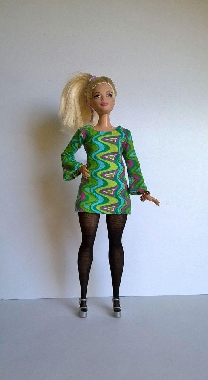 Curvy Barbie Minikleid im Retro Look mit Trompetenärmeln in Grün /Pink von Schaurein auf Etsy