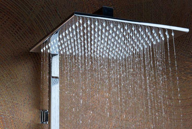 Rispettare l'ambiente con una doccia che non consumi troppa acqua? O regalarsi un momento di relax sotto un getto corposo e di grandi dimensioni? Due desideri all'apparenza contrastanti, ma che grazie a Damast possono trovare un comodo compromesso.