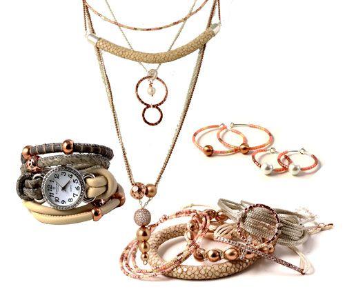 Kobber- og rødguld-nuancer er populære lige nu, både til boligindretning og til smykker.  se mere på smyks.dk   smyks.com   smyks.de