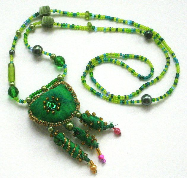 """Stoffketten - Halskette """"Grün ist die Hoffnung"""" - ein Designerstück von ticinese bei DaWanda"""