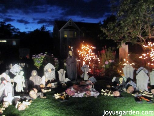 Spooky graveyards are fun to create! #halloween #decorations