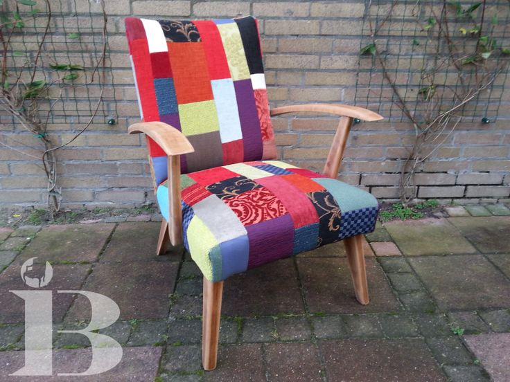 Een stoel die ik helemaal heb opgeknapt en bekleed met patchwork.