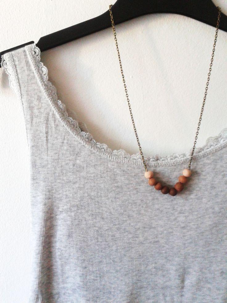 Barna ombre gyöngyös nyaklánc. Antikolt bronz színű láncon a barna árnyalatai. Csodás nyári viselet.