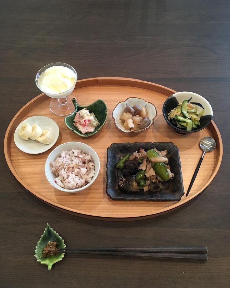 おはようございます。 朝ごはん。 昨日の夜食べ過ぎまして… 朝が入らないので主人だけ。 。 昨日お義父さんにもらったショートケーキ食べるの楽しみだな。 後で食べよう。 。 今日のお野菜 ナス ピーマン エリンギ トマト アボカド 大根 きゅうり ネギ 。 #朝ごはん#朝食#おうちごはん#うちごはん#いえごはん#ふたりごはん#あさごはん#breakfast#petitdéjeuner#japanesefood#japanesecuisine#morning#器#うつわ#豆皿#三十穀米#和食#南部鉄器#岩鋳#堂本正樹#クチポール http://w3food.com/ipost/1514788824818082164/?code=BUFnGkVA2F0