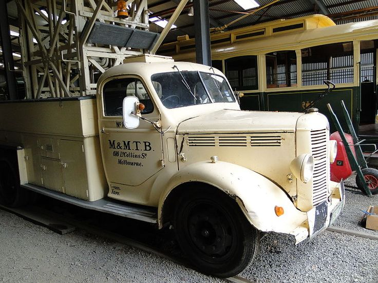 Bedford tower truck, once used on the Sydney tramways, then Melbourne, and now Ballarat.