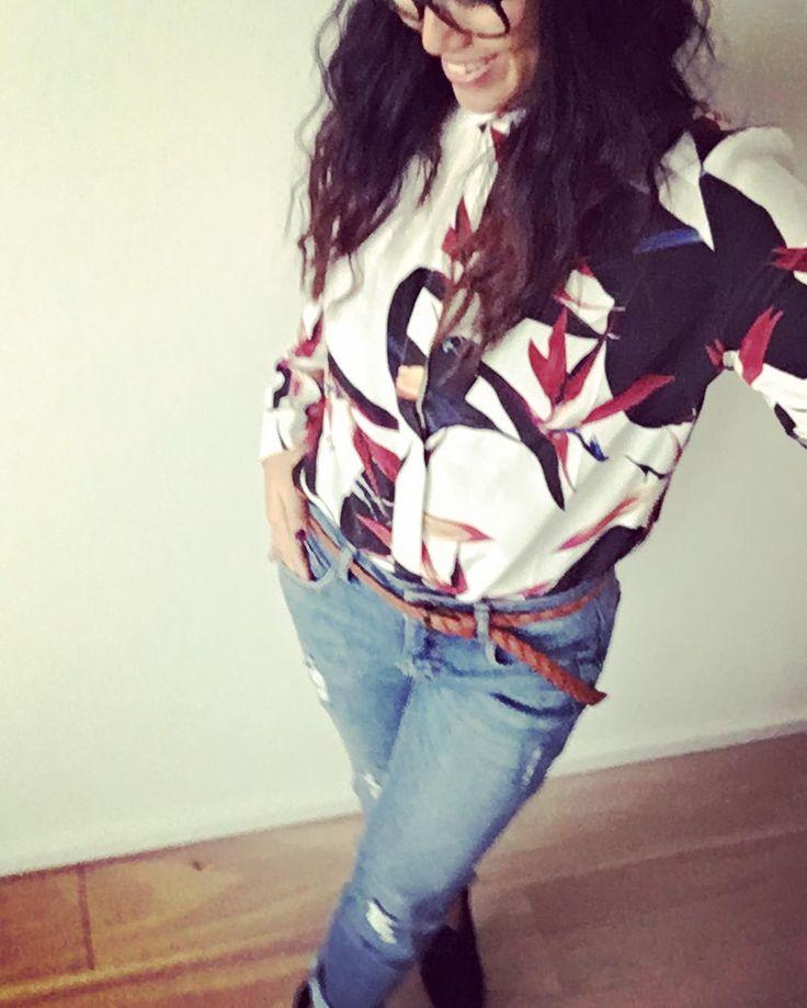 I just loooove this outfit from the danish fashion company @blackswanfashiondk 💕 #blackswanfashiondk#bookmeladies#womanfashion#stylish#classic#todaysoutfit#momfit#boyfriendjeans#newin#købkøbkøb#limiteddesign#springsummercollection2017#danishgirl#flensburg#