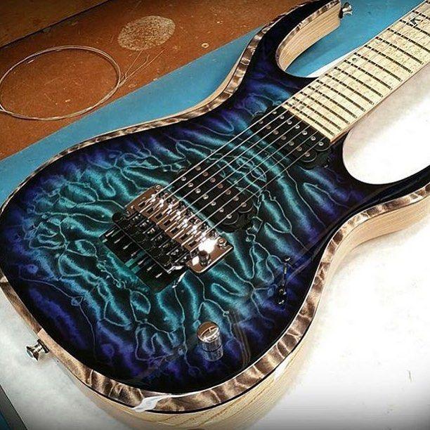 Une K-Series de chez Carvin Guitars. Retrouvez des cours de guitare d'un nouveau genre sur MyMusicTeacher.fr