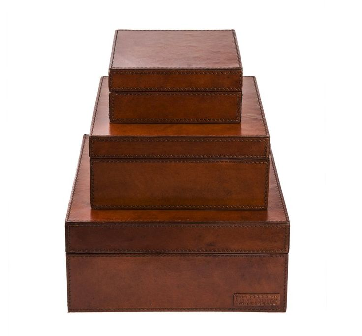 Lådor i brunt skinn. Leather boxes. www.longcoastliving.se