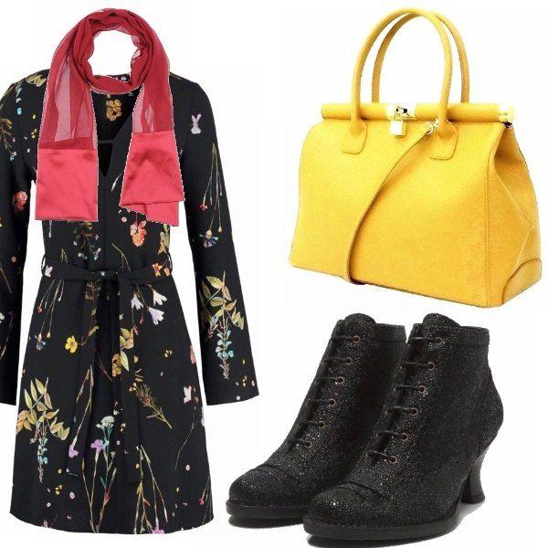 Vestito con fondo nero su cui si staglia una composizione di fiori primaverili lilla, gialli e verdi. La borsa è intonata , mentre gli stivaletti neri ricordano i modelli dei primi anni del '900.