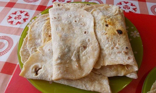 Простые пошаговые рецепты приготовления вкусной домашней кесадильи с курицей или фаршем.