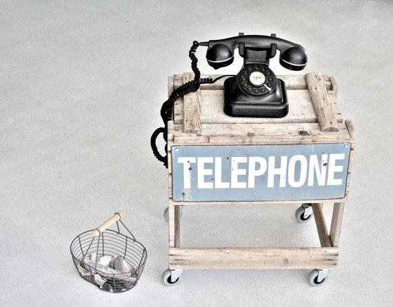 Telefon Beistelltisch auf Rädern von pfumpf auf Etsy, 130.00
