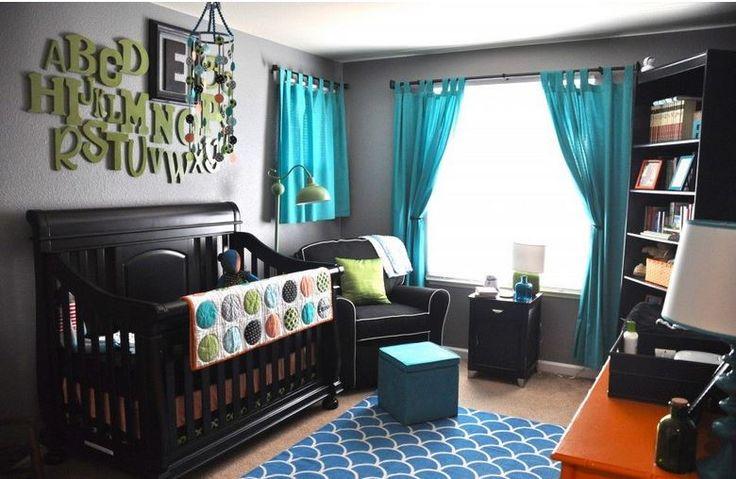 Turkuaz perdeleri sadece salon ve yatak odalarında değil aynı zamanda bebek ve çocuk odalarında da kullanabiliriz. Kahve tonlarında döşenmiş bebek odası ile turkuaz perdeler kullanılarak ol