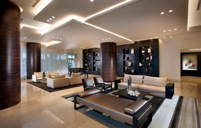 plafond lumineux, olusieurs panneaux de faux plafond dans une vaste salle de séjour