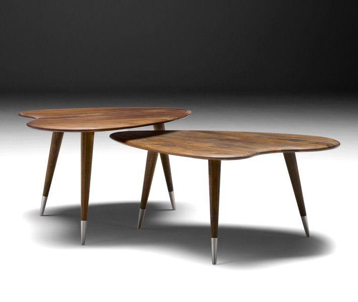 Naver AK 2560 er et lett og elegant bord, i heltre Valnøtt. Bordet kan stå alene eller kombineres to sammen. Finnes i 3 høyder.
