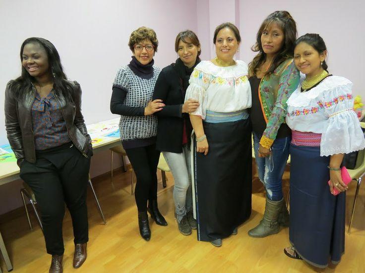 Clausura del Curso Introducción a la gestión de comunidades virtuales de Cepaim, en el centro Korays 2013. Algunas alumnas nos dedicaron un baile regional