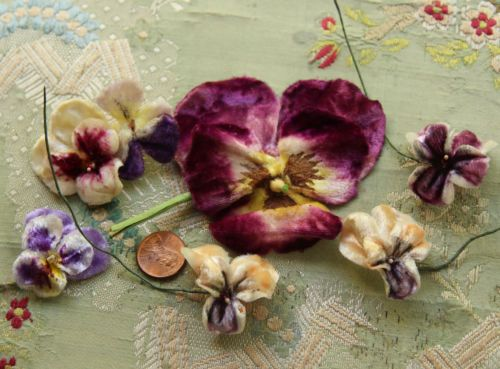 VINTAGE-MILLINERY-LOT-VELVET-VIOLET-PANSY-PURPLE-TINY-FRENCH-DOLL-HAT-TRIM