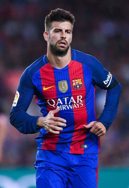 Gerard Pique Photos Photos - Gerard Pique of FC Barcelona looks on during the La Liga match between FC Barcelona and Club Atletico de Madrid at the Camp Nou stadium on September 21, 2016 in Barcelona, Spain. - FC Barcelona v Club Atletico de Madrid - La Liga
