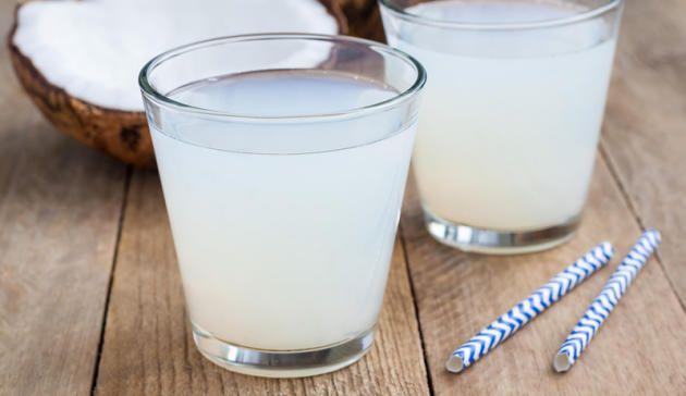 Kokoswasser ist in aller Munde und soll wahre Wunder bewirken. Doch was ist wirklich dran an dem Hype? Wir verraten Ihnen das Geheimnis von Kokosnusswasser http://www.menshealth.de/artikel/so-gesund-ist-kokoswasser-wirklich.446882.html