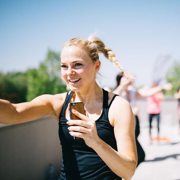 Eine kostenlose Fitness Klasse über den Dächern von Berlin? Ja bitte!! Wir zelebrieren 1 Millionen Fabletics Mitglieder und laden ein. Erlebe eine Stunde Fitness Power mit anschließendem Yoga im Sonnenuntergang am 28.07. Mit dabei sind TV-Fitness Coach @mareikespaleck und unsere Yoga Master @happy_yoga_potsdam  Registriere Dich jetzt für Deine Chance um dabei zu sein! Link in der Bio zum Formular.