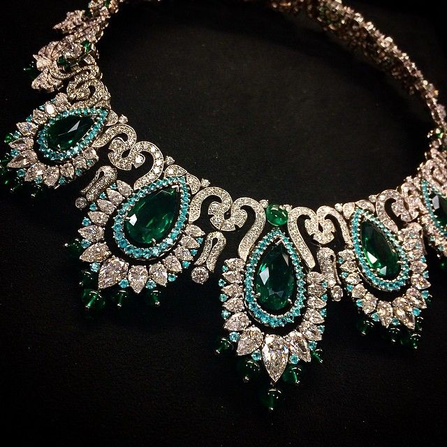 This is an incredible piece Van Cleef & Arpels
