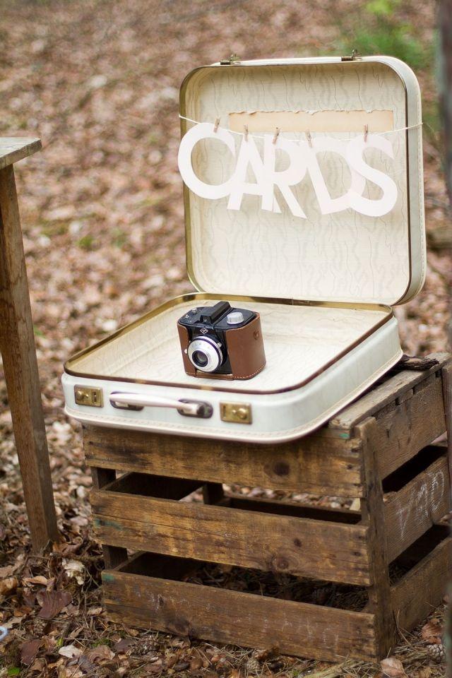 Een koffer als enveloppendoos op je bruiloft is dé trend van nu!