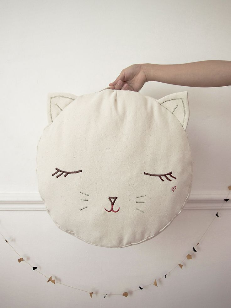 Pussy cat pouf by Boramiri - inspires me to make a fox version as a pillow for my bed