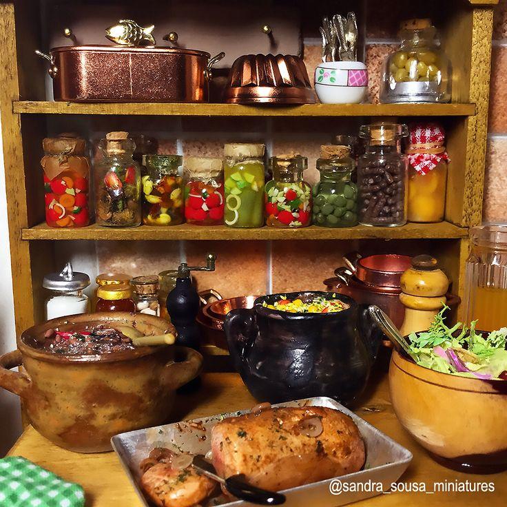"""Minhas criaçãos para o projeto """"cozinha da roça"""" escala 1/12esta pronto, espero que gostem ! 😊🍲 ( part 2/ 2 )   #miniatureart #miniaturefood #dollhouse #dollhouseminiatures #food #fakefood #polymerclay #miniature #art #artist #fimo #clay #Kitchen #rustic #spices #meal#meat #rustickitchen #house # roça #comidabrasileira #sandra_sousa_miniatures"""