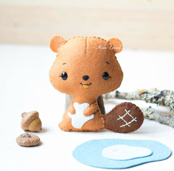 "This PDF sewing pattern is to make a beaver doll pictured from felt fabrics. This beaver is hand sewn.  Size: 4"" tall approximately  Language: English"