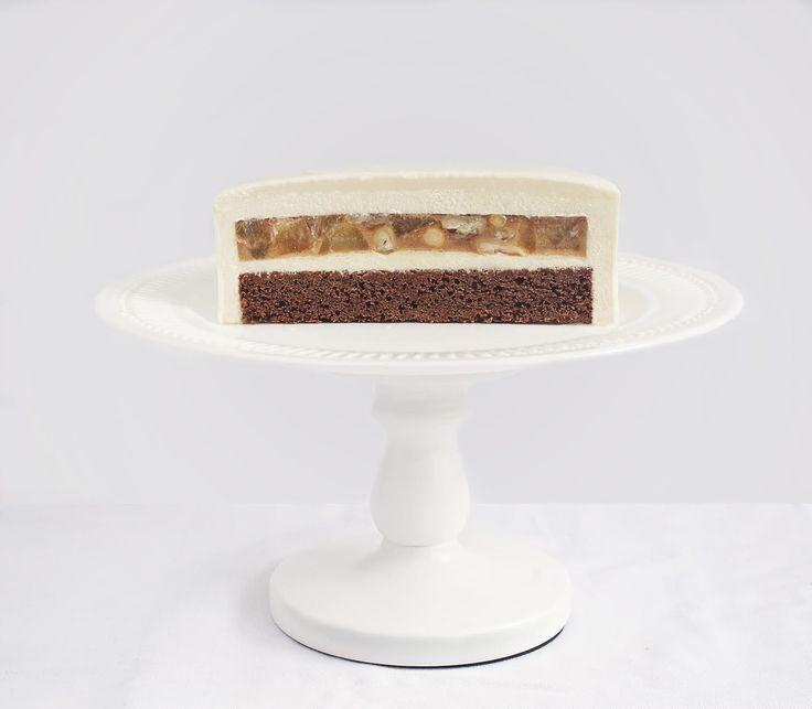 Груша под облаком ванильного мусса - всегда удачный вариант. Вы только посмотрите на этот идеальный разрез, фото которого прислала автор рецепта Светлана Егорова. На наш взгляд, стоит приготовить этот торт, причем срочно! Ингредиенты: Брауни с миндалем: 90 гр. сахара 90 гр. сливочного масла 90 гр. горького шоколада 90 гр. яиц 45 гр. муки 30 гр. миндальной муки Грушевая прослойка: 60 гр. сахара 1 большая или 2 средних груши 50 гр. кешью 1 ст. ложка сливочного масла 1 ч. ложка корицы щепотка…