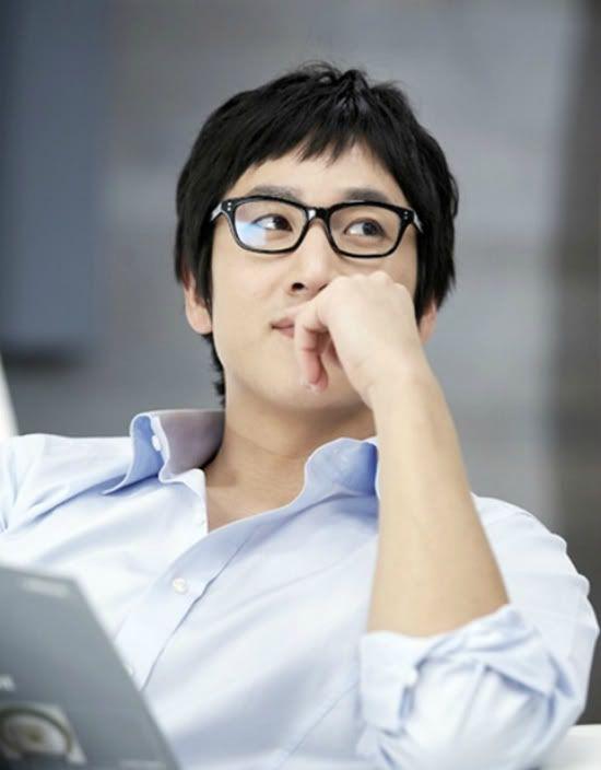 Lee Sun-gyun - love him with his glasses #Pasta #CoffeePrince #kdrama