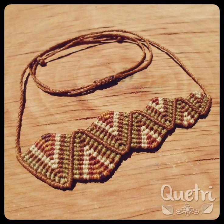 Collar asimétrico tejido zig zag. Tonos tierra  #collar #macramé #zig #zag #asimetría