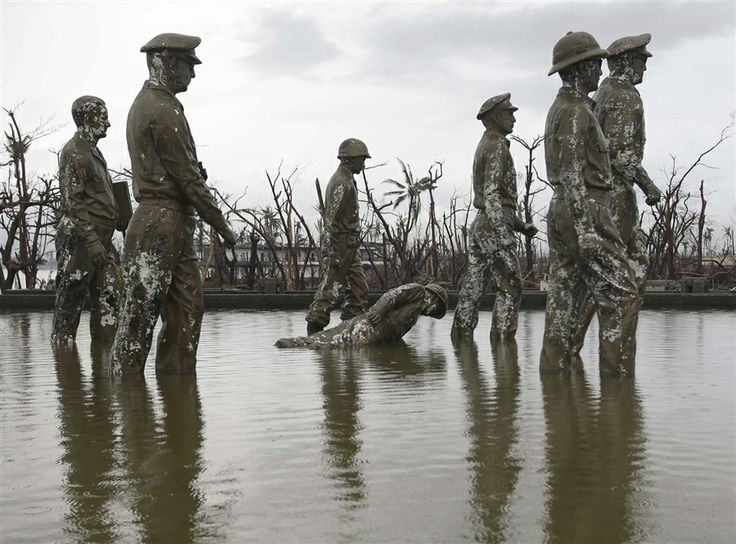 Fallen soldier: Statue commemorating MacArthur's Philippines landing toppled by typhoon - PhotoBlog