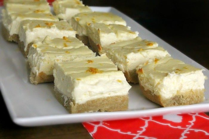 【レモンチーズケーキバーレシピ】 クラスト生地材料:卵2個、 アーモンドパウダー1 1/2カップ、シナモン大さじ1/2、製菓用ステビア(甘味料) 1/3カップ、ココナッツ油 1/4カップ, 塩小さじ1/4、ベーキングパウダー小さじ1/2 レモンチーズケーキ材料:(低脂肪)クリームチーズ3箱、卵3個、製菓用ステビア 1カップ、 バニラエッセンス小さじ1、レモンのけずり皮大さじ1、レモン汁大さじ3…