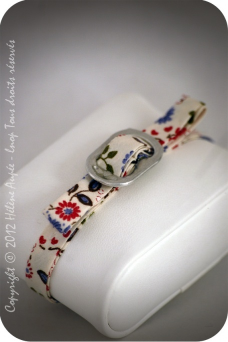 Bracelet noeud canette fleuri bleu-rose €10.00