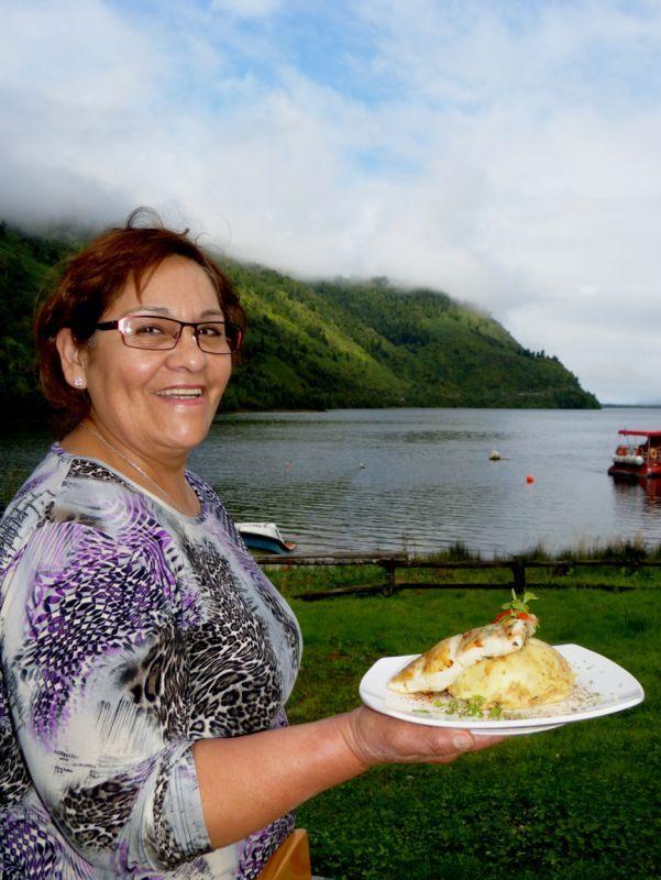 """""""Mi madre, Julia Cuevas, es nuestra cocinera y el pilar fundamental para la puesta en marcha y posicionamiento gastronómico de El Muelle."""""""