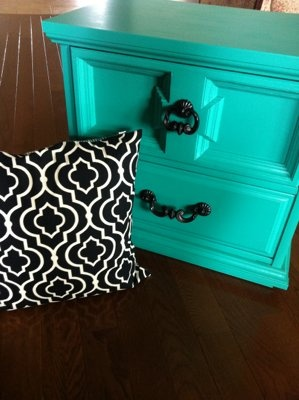 Refinished Emerald Nightstand End Table & b pillow