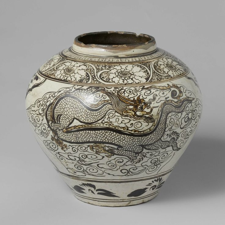 Cizhou pot with phoenix and dragon, Ming dynasty (1368 - 1644), h 40.5 cm × d 44.3 cm. AK-MAK-110. On loan from the Vereniging van Vrienden der Aziatische Kunst, 1972. Rijskmuseum, Amsterdam.