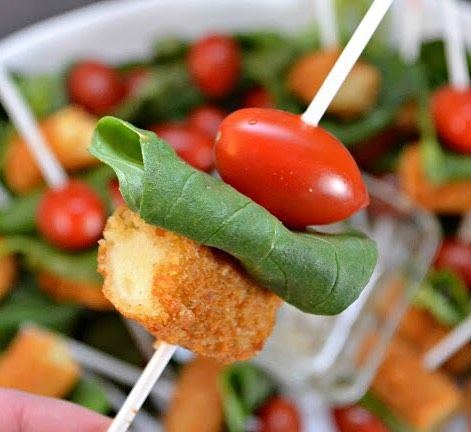 Gearing up for all of these basketball games means we have to think about our game time food!  I tried something a little different this weekend with some of our favorite @farmrichsnacks! Check out this appetizer with a classy twist! (ad) #marchmadness  Caprese Salad Skewers Appetizer #recipe  See recipe here  http://ift.tt/1MbnOw6  Pin for later - http://ift.tt/1MpFP4u #food #foodporn #yum  #yummy #amazing  #sweet #dinner #lunch #breakfast #fresh #tasty #foodie #delish #delicious #eating…