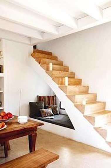 Le dessous d'escalier se transforme en coin cosy