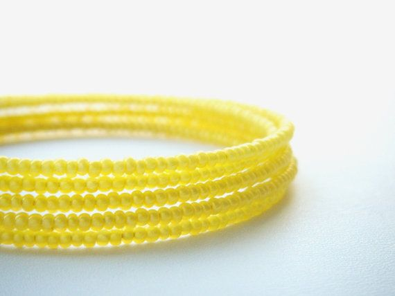 BANGLE #yellow #memorywire #bracelet #seedbead. by juditpukkai Use coupon code on Etsy: PIN10 to get 10% discount :-)