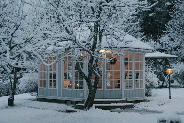 Vinter i et lysthus. Leveres av redskapsboden.no
