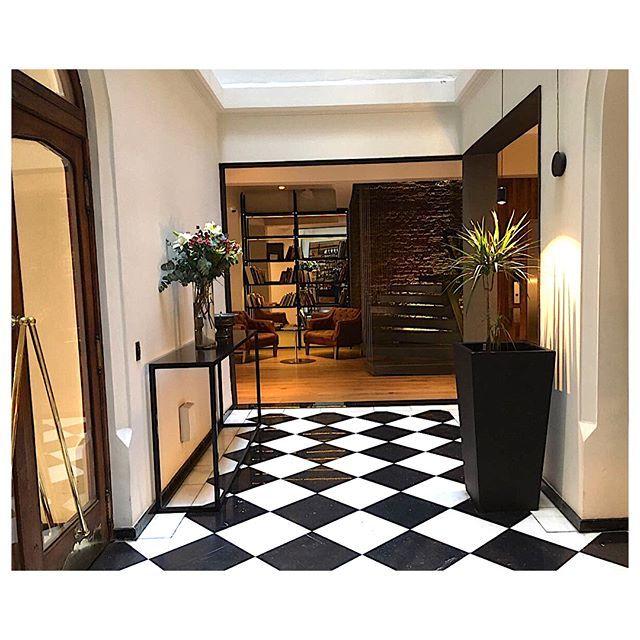 Después de un fin de semana de fotos hoy lunes empezamos con todo! Que les parece esta soñada locación? El elegante y moderno @hotelmagnoliachile ubicado en pleno corazón de Santiago fue el escenario perfecto para la moda de nuestra próxima edición de primavera. #EditorialesOneBook #HotelMagnolia #hotel #OB #fashionphotography #photography #boutiquehotel #elegance #moderndesign #PrintMagazine #Mag  via ONE BOOK MAGAZINE OFFICIAL INSTAGRAM - Celebrity  Fashion  Haute Couture  Advertising…