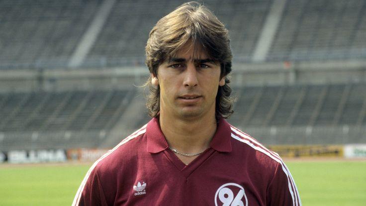 Siegfried Reich (Hannover 96) am 22.03.1988 im Spiel 'VfB Stuttgart - Hannover 96' in der 76. Min. zum 2:1 (Endstand 3:1).
