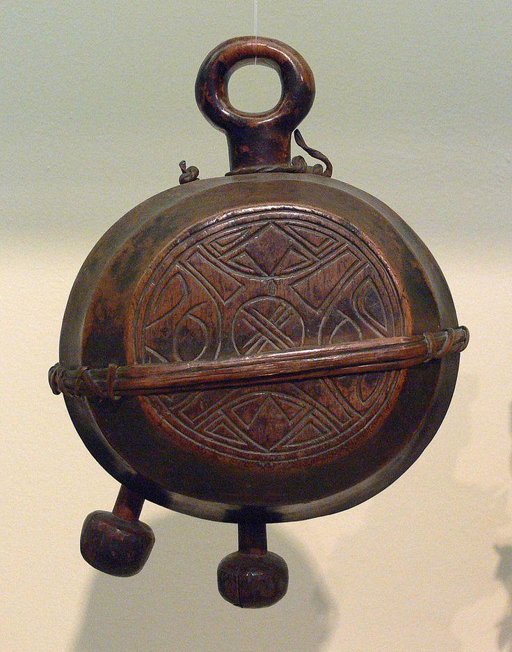DR Kongo Yombe Glocke Khimba-Bund Linden-Museum F52506 - Yombe (peuple des Congo et d'Angola) — Wikipédia